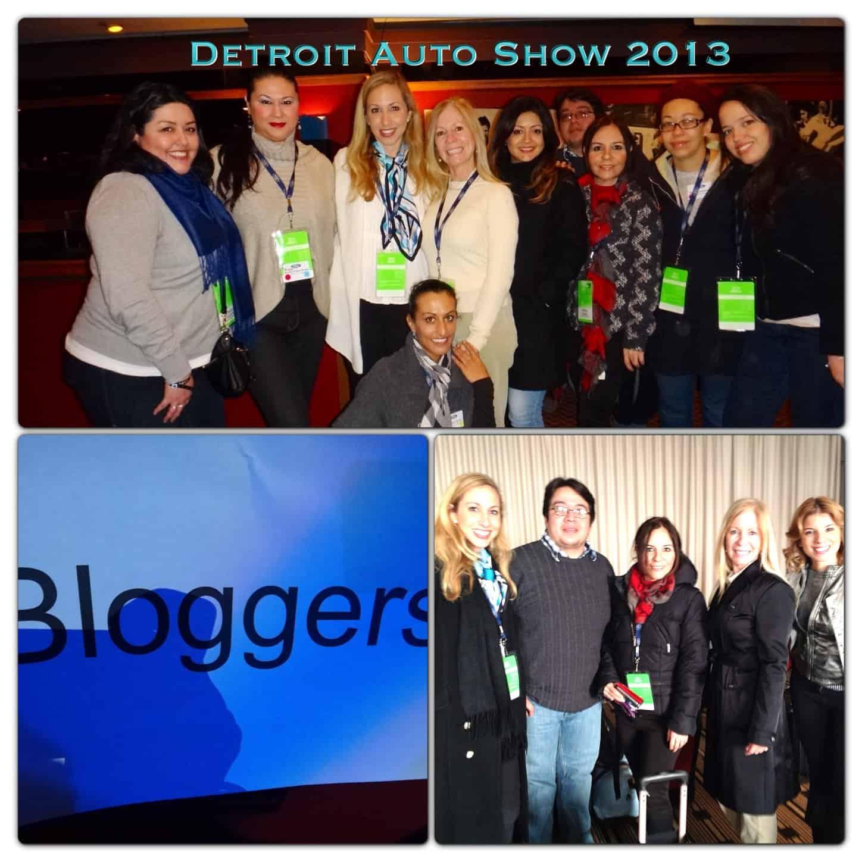 Blogueros en feria del automóvil en Detroit