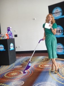 Irma Martinez usa Swiffer