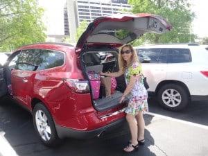 Jeannette Kaplun usando el Chevrolet Traverse