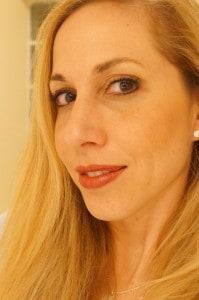 jeannette kaplun con maquillaje de Mary Kay