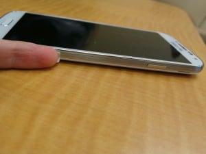 El teléfono Samsung Galaxy S4 es muy delgado