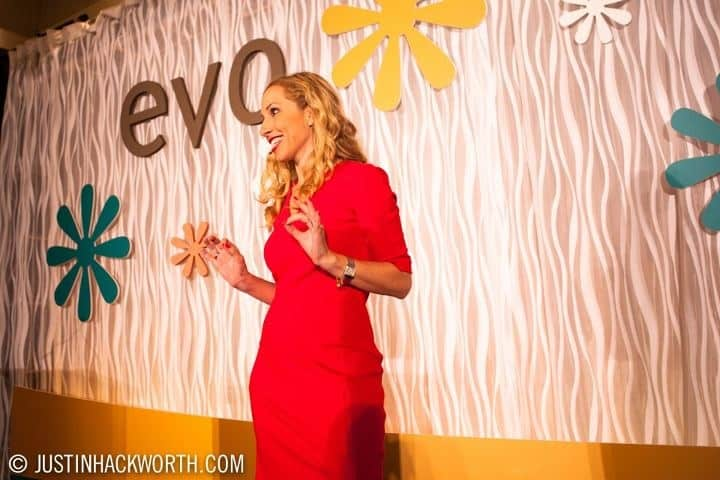 Jeannette Kaplun habla en la conferencia Evo