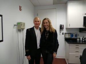 Dr Frederic Brandt y Jeannette Kaplun en su oficina