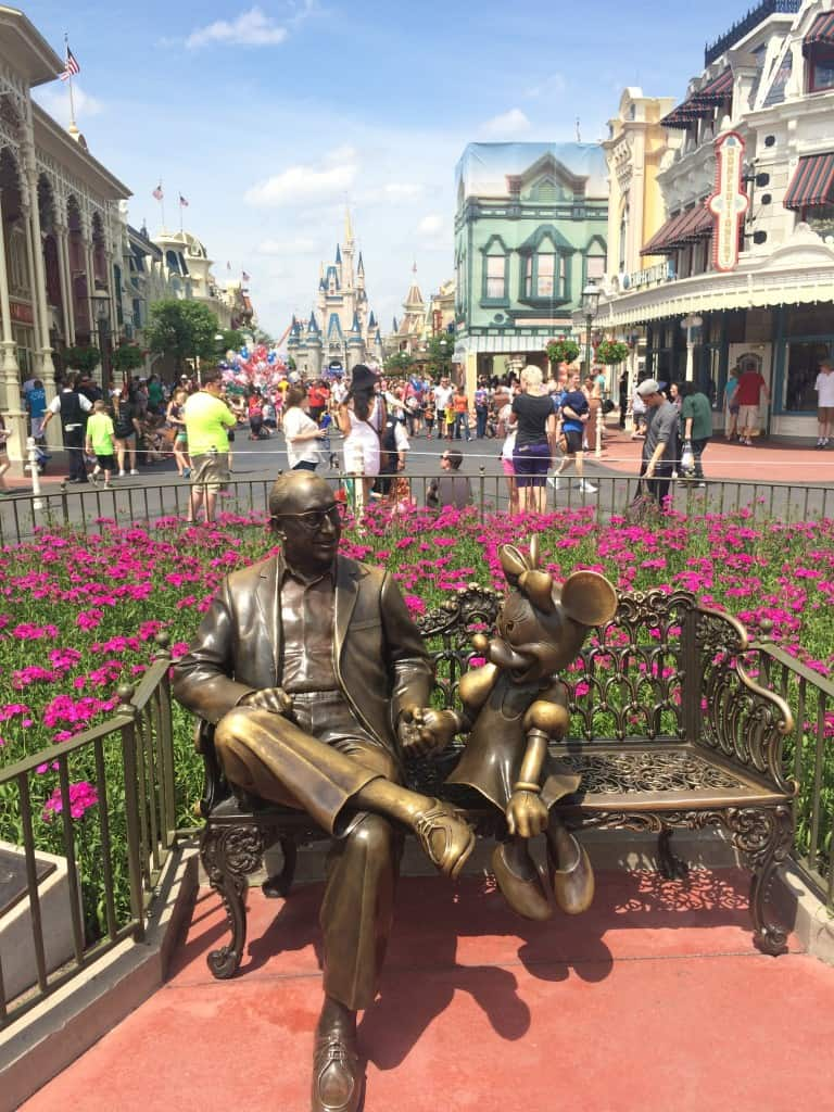 Roy Disney y Minnie Mouse en Magic Kingdom