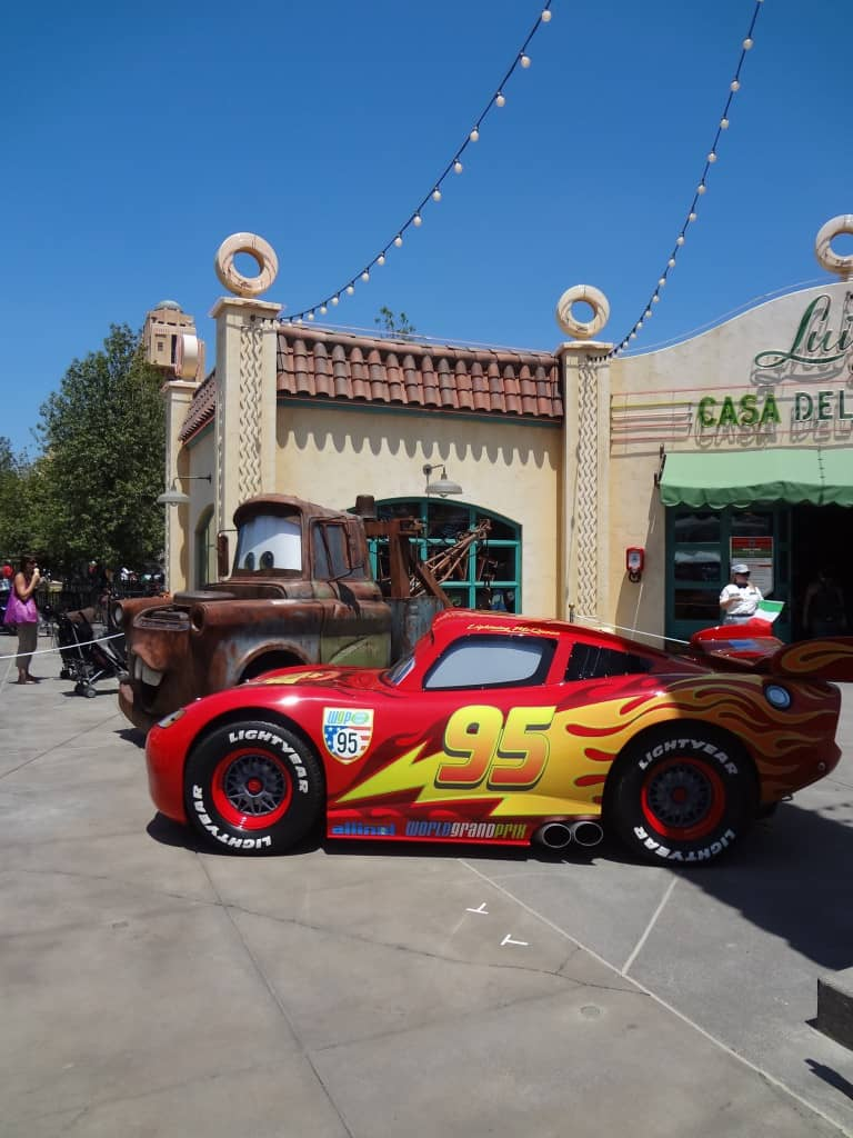 Lightning McQueen Mater Cars Land