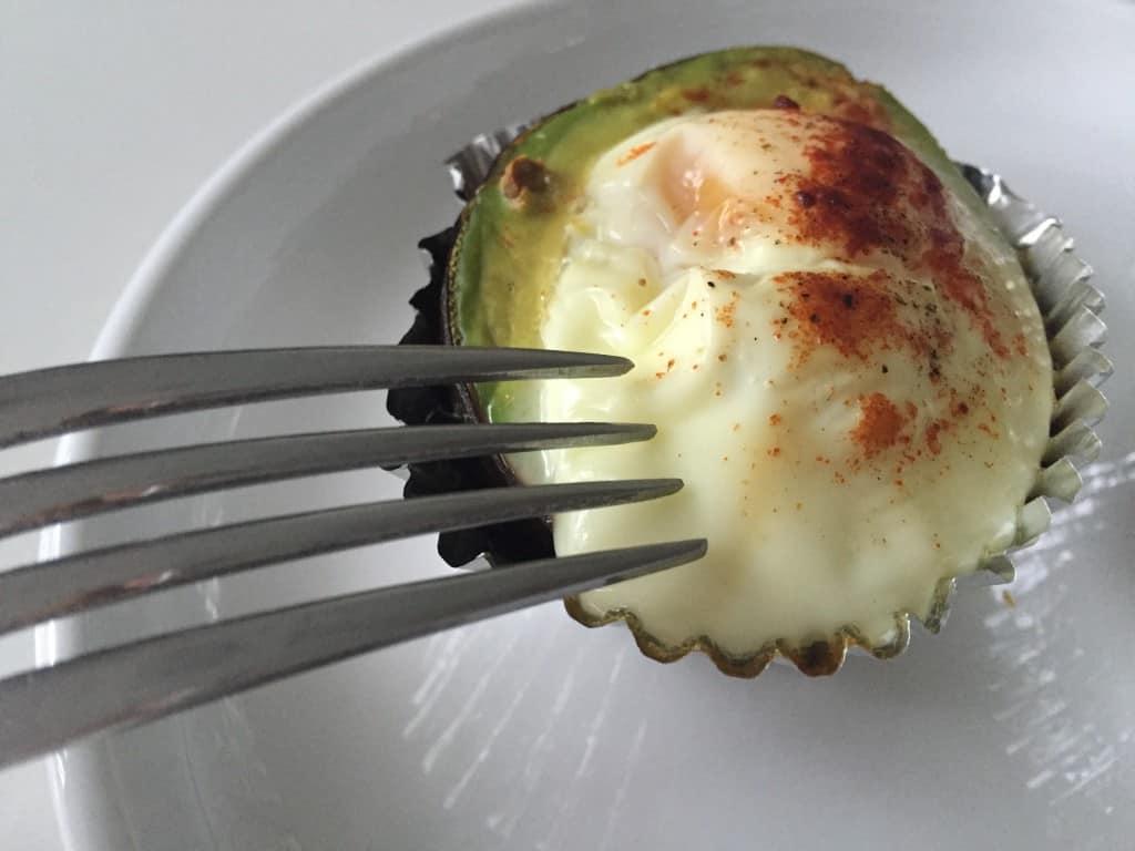 Huevo con aguacate al horno