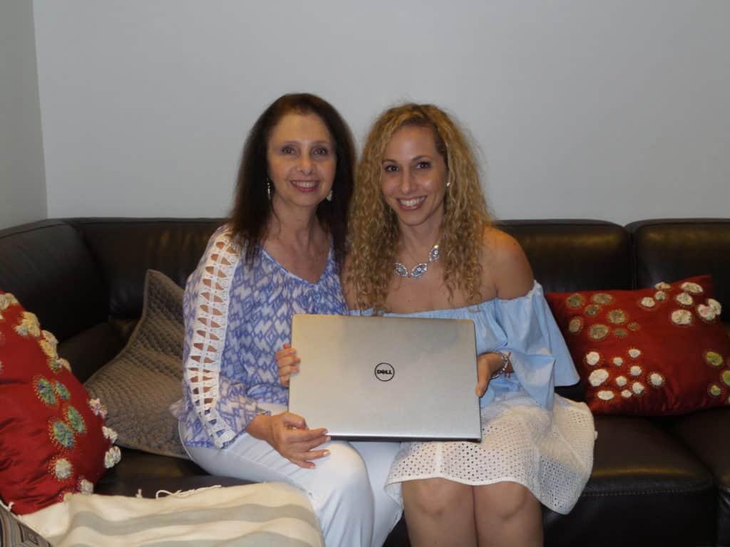 madre e hija con dell inspiron