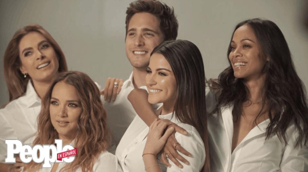 Posando para portada de people en español 50 más bellos