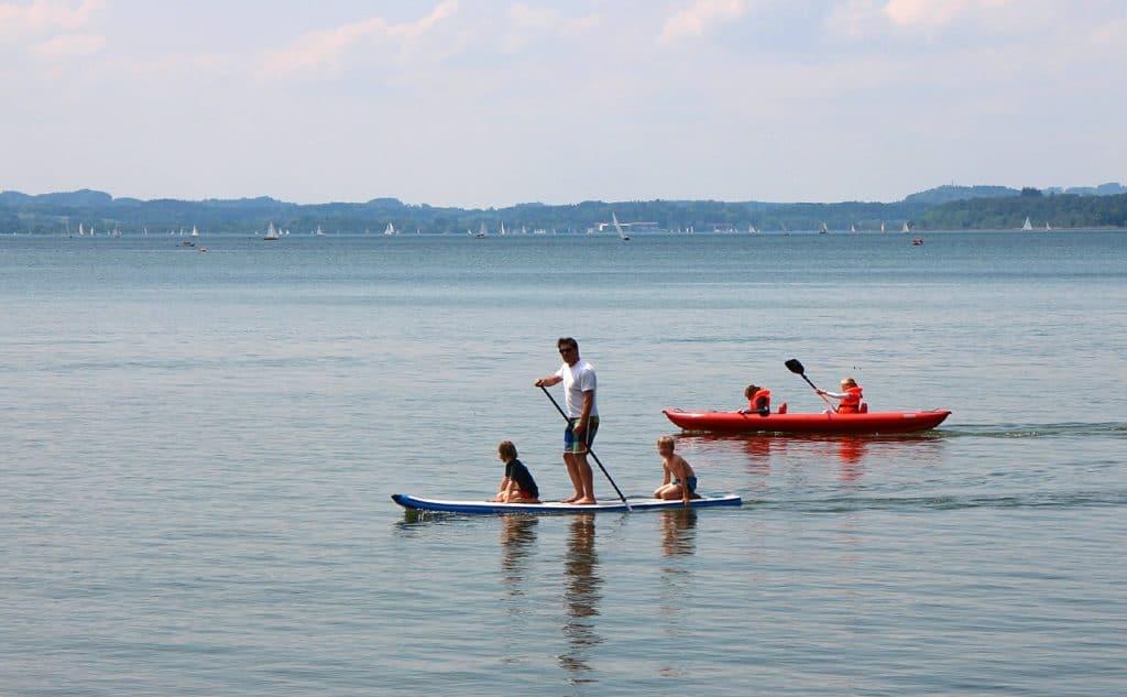 El paddle surf es un deporte de verano ideal para toda la familia