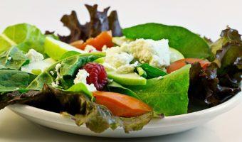 Comer ensaladas ayuda a cuidar la línea durante las fiestas de fin de año