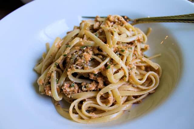 pasta con salsa, plato de pasta, pesto alla trapanese, salsas pesto, pesto de tomate y almendras
