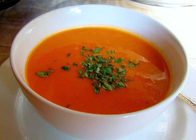 sopa de tomate con arroz, sopas que se preparan en 30 minutos