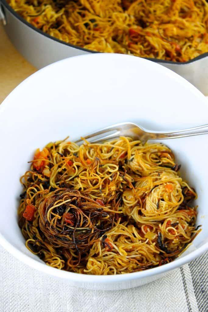 sopa seca de fideos con chipotle, recetas para celebrar el mes de la hispanidad