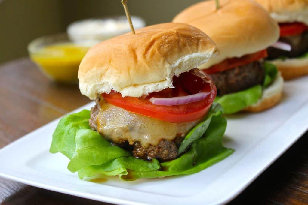 recetas ganadoras para el súper bowl, mini hamburguesas con queso