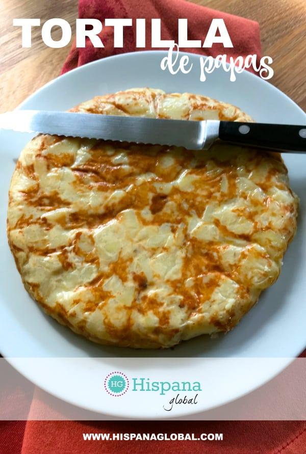 Esta tortilla de papas, o tortilla de patatas, es una versión ligera de la receta tradicional española. Haz clic para ver la receta.