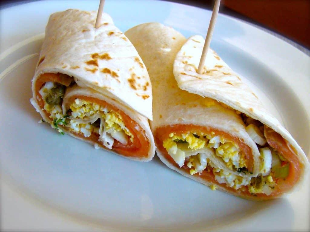 Estas recetas de wraps o burritos son ideales para esos días en que no tienes muchas ganas de cocinar o quieres gastar lo que tienes en casa.