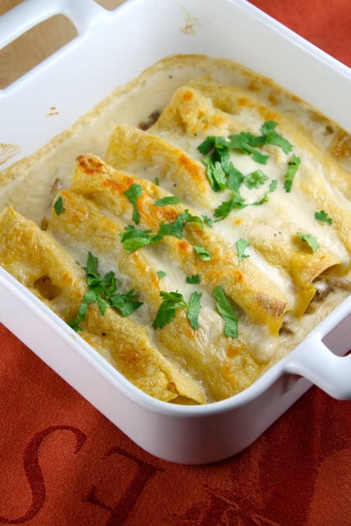 Deliciosa receta de enchiladas cremosas de pollo