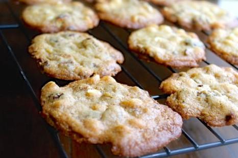 Aprende cómo preparar la receta clásica de las irresistible galletas de chispas de chocolate o chocolate chips.