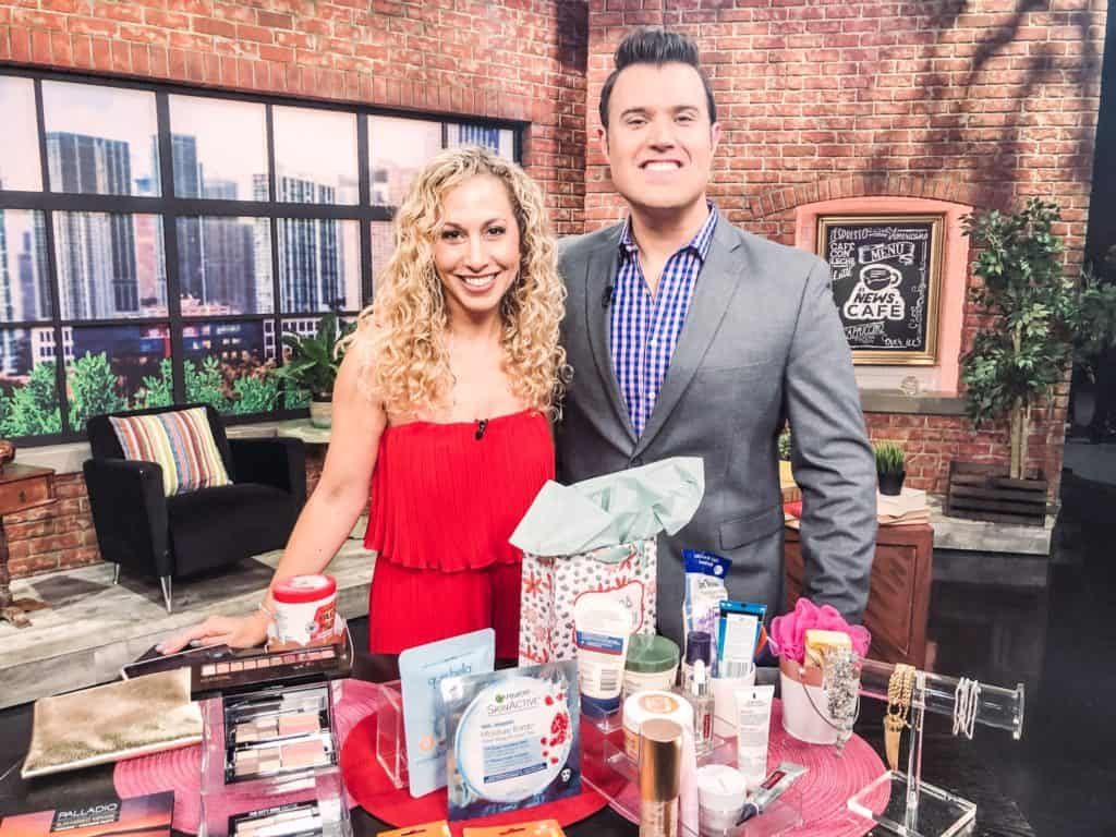 Jeannette Kaplun presenting mother's day gift ideas on Univision