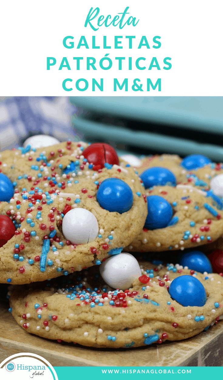 Estas deliciosas galletas son la forma más dulce de celebrar el 4 de julio o cualquier otra fiesta con colores típicos. ¡Los M&Ms o chocolates de colores las hacen irresistibles!