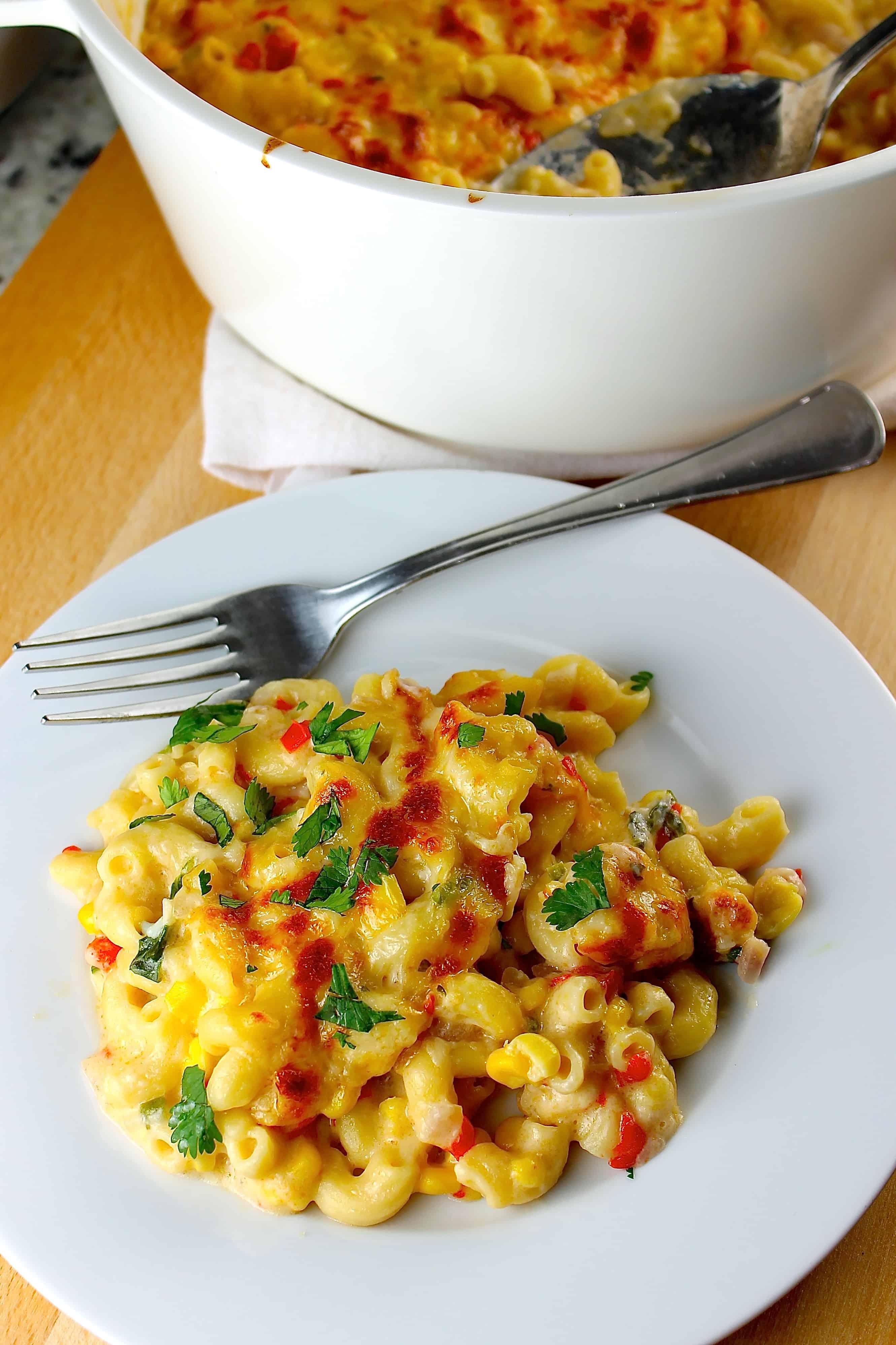 Esta receta de macarrones con queso y vegetales es simplemente deliciosa y muy fácil de preparar. Ideal cuando quieres que tu familia coma más verduras.