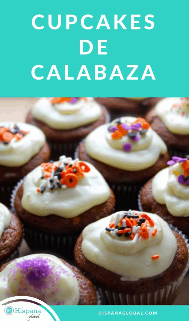 Estos deliciosos cupcakes de calabaza y especias son muy fáciles de preparar y puedes hacerlos con tus niños. Haz clic para ver la receta paso a paso.
