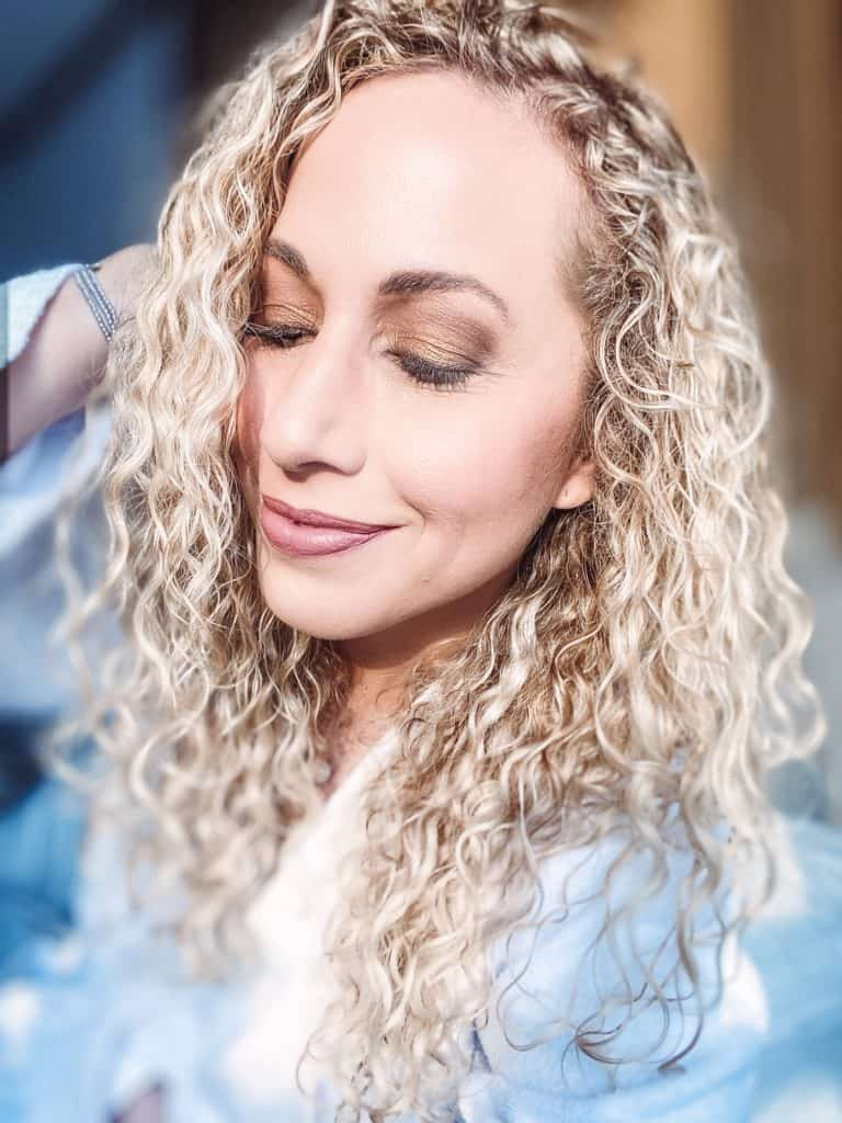 ¿Buscas un tutorial de maquillaje de ojos fácil usando la nueva colección de sombras Urban Decay Naked Honey? ¡Tenemos instrucciones y un video paso a paso!