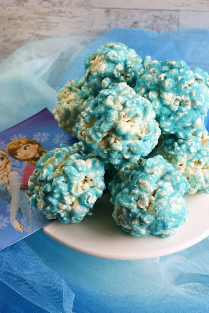 Sorprende a tu familia con estas deliciosas bolas de popcorn o palomitas de maíz con chocolate blanco. ¡Son espectaculares!