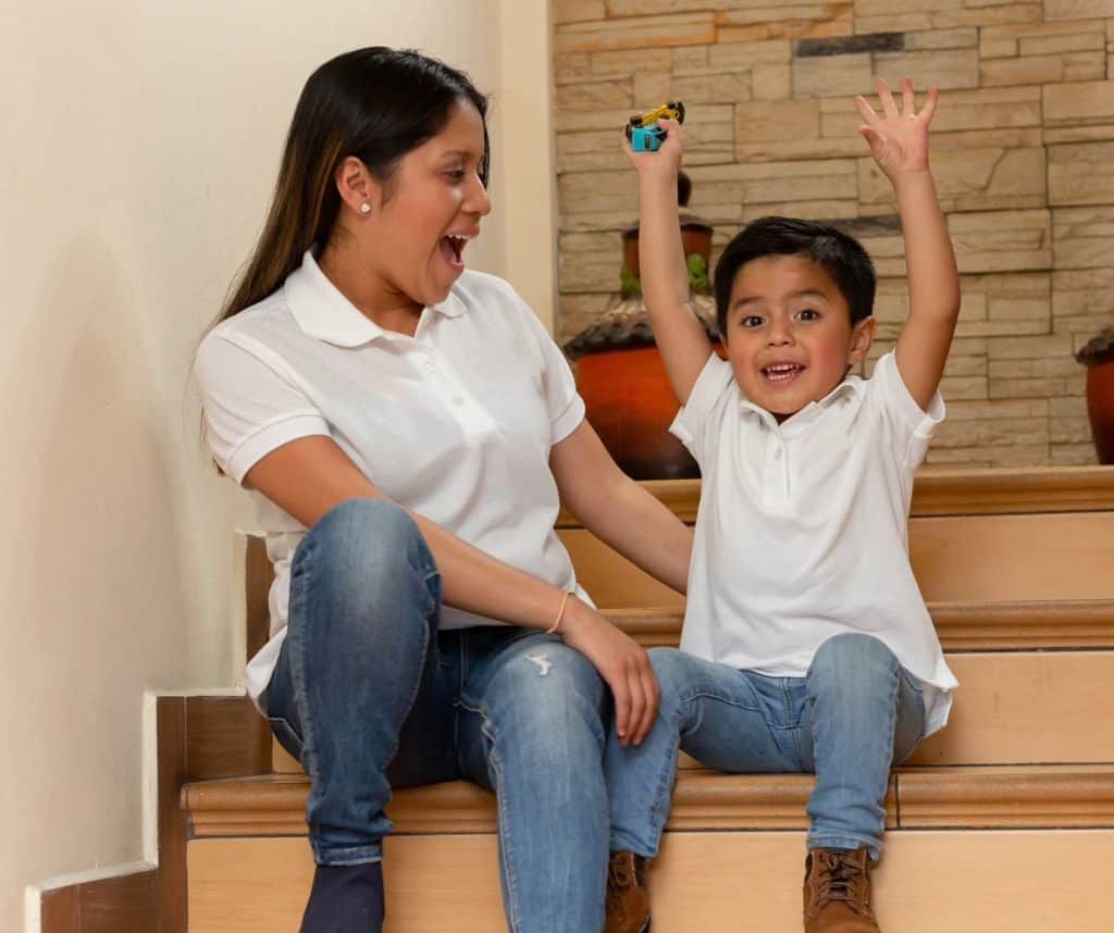 Si quieres enseñarle inglés a tus niños, no te pierdas estas divertidas ideas. Además, descubre juegos y actividades gratis que ayudan a aprender conceptos básicos para que tu hijo o hija sea bilingüe.