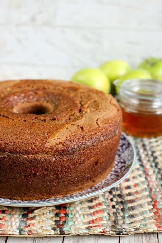 Endulza tu vida con este riquísimo bizcocho o queque de miel. ¡Tenemos la receta paso a paso!