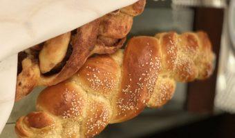 Aprende a hacer un pan trenzado delicioso llamado jalá. ¡Tenemos una receta que no falla y a la que le puedes agregar canela con azúcar!