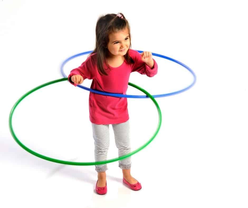 Los niños necesitan usar su energía de manera positiva. ¡Estos juegos y ejercicios que pueden hacer en casa son muy divertidos!