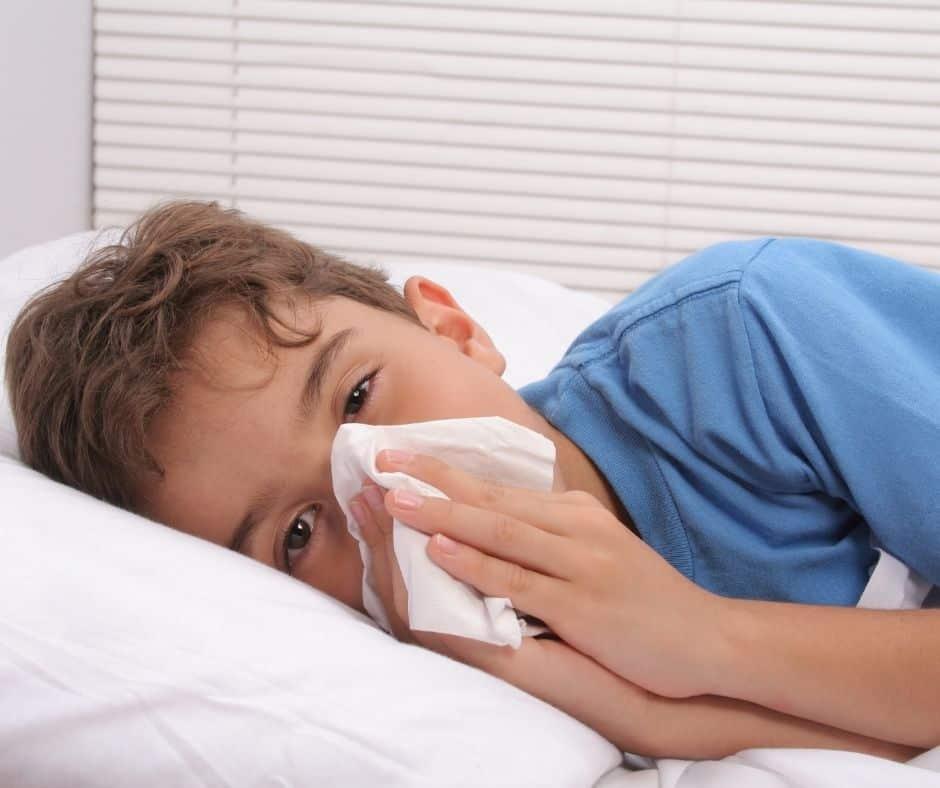 En esta temporada de fiestas de fin de año, es fundamental protegerse de la influenza o gripe. Aprende cómo y cuáles son los síntomas.