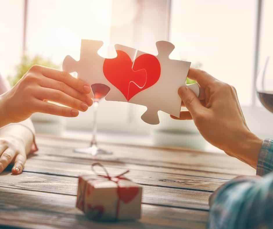 Si necesitas tarjetas de San Valentín gratis en inglés y español para celebrar el día del amor y la amistad, aquí tienes más de 20 que puedes imprimir en casa.