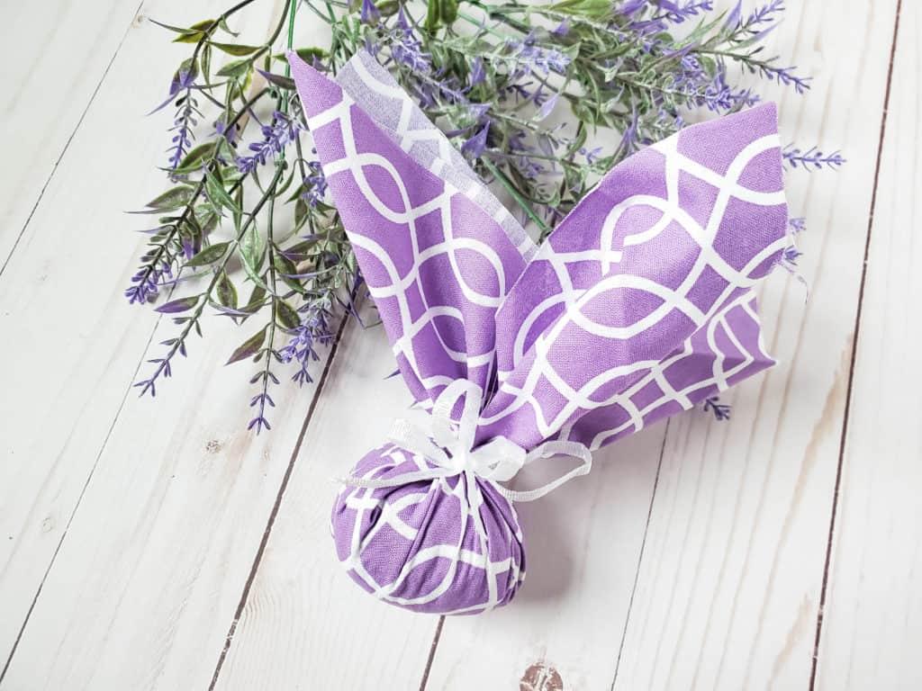 Si quieres que tu armario huela de maravilla, estas bolsitas o sachets de lavanda te encantarán. ¡Hazlas en pocos minutos con estas instrucciones!